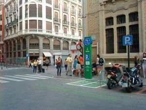 punto recarga electrico Alfonso X1 300x225 Vehículos eléctricos para que no haya malos humos en Murcia