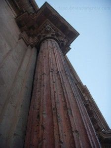 columna romana iglesia San Andres Murcia 225x300 Las columnas romanas de la iglesia de San Andrés