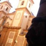 Tuberías con caras, por los edificios de Murcia