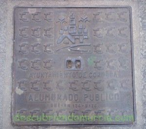 tapa Alumbrado Cordoba en Murcia 300x265 Una tapa cordobesa en la calle Platería