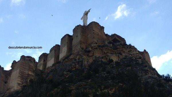 Castillo Monteagudo El periódico La Verdad denuncia el estado del cerro de  Monteagudo