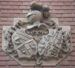 calle las Mulas Murcia escudo barroco 300x270 Escudos barrocos en los edificios de Murcia