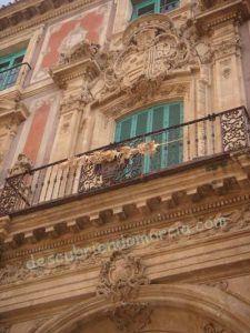 Palacio Episcopal Murcia 225x300 Un castillo invertido y en ruinas en el escudo del Palacio Episcopal de Murcia