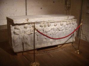 sarcofago romano Gil Rodriguez de Junteron Murcia 300x225 El sarcófago romano de Gil Rodríguez de Junterón