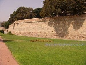 muralla Carlos III Cartagena 300x225 La Peste Valenciana, la persecución a las prostitutas y el Obispo que murió junto a su pueblo