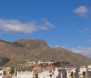 ruinas del Castillo de Orihuela 300x255 La Peste Valenciana, la persecución a las prostitutas y el Obispo que murió junto a su pueblo