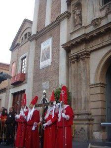 coloraos iglesia del Carmen Murcia 2013 225x300 Cientos de coloraos salen de procesión pese a la lluvia