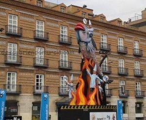 Entierro Sardina Murcia 2013 plaza Martinez Tornel 300x246 El monumento a la Sardina, preparado para ser quemado