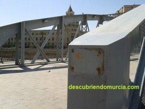 Puente Nuevo Hierro Murcia roban placas metal 300x225 Roban 15 placas en los monumentos de la ciudad de Murcia