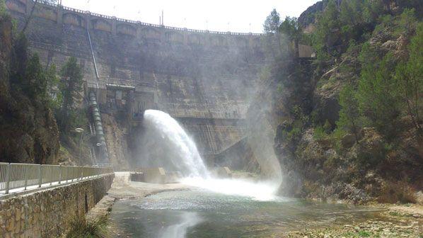 Pantano de La Fuensanta Pantano de La Fuensanta en el estrecho del Infierno