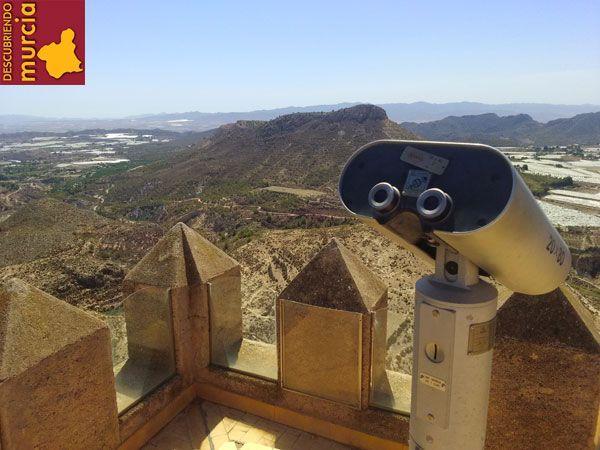 Aledo Murcia Castillo torre El Cid Campeador y un enorme elefante de madera para asaltar Aledo